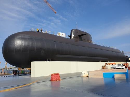 先月18日、巨済の大宇造船海洋玉浦造船所で最終作業の真っ最中の潜水艦「島山安昌浩」。