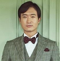 韓国の名脇役チョ・ウジン、11年越しの恋人と10月に非公開で挙式