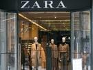 日本でも人気のスペイン発ファッションブランド「ZARA」では、すっかり秋ファッションに衣替えした様子。キャメルやブラウンといった秋らしいカラーが目立ちます。