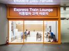 利用条件は、対象航空会社の利用者が出国当日に空港鉄道の直通列車に乗るだけ。空港まで重いスーツケースを引きずることもなく、空港で出国審査の長い列に並ぶこともありません。