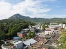 すっきりと晴れた秋空と、北岳山(プガッサン)の緑が映える景色は格別。