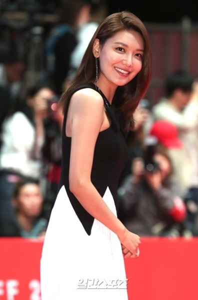 女優のスヨン