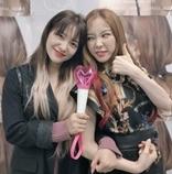 Red Velvetイェリ、少女時代テヨンの公演観覧認証ショット公開