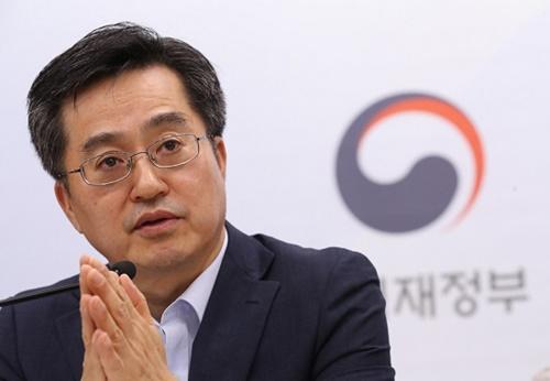 金東ヨン経済副首相兼企画財政部長官