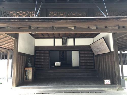 江戸幕府末期の1841年、水戸藩の藩主・徳川斉昭が設立した教育機関「弘道館」の全景。水戸学は明治維新の思想的基盤になった尊王攘夷論を生んだ。