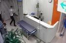 軍病院でも医療機器納入会社の社員が、軍医官の代わりに手術をしたことが分かった。写真は最近釜山(プサン)で発生した営業社員の代理手術の映像で、記事の内容と直接的な関連はない。(写真提供=釜山警察庁)