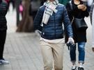 ダウンジャケットにマフラー、手袋まで?という防寒対策万全の人も見られました。