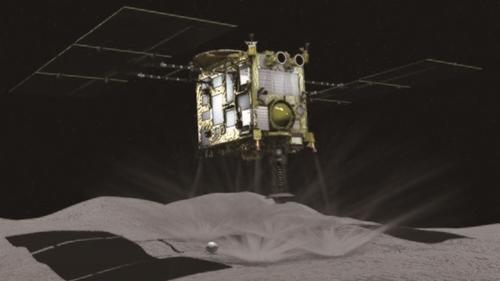 宇宙航空開発研究機構(JAXA)の小惑星探査機はやぶさ2の探査場面を描いた仮想図。任務を終えて2020年に帰還する予定(写真=JAXA)