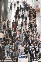 【写真】列をなす求職者たち…韓国釜山でジョブフェスティバル