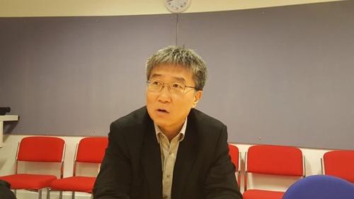 張夏準(チャン・ハジュン)英ケンブリッジ大経済学科教授が韓国経済に対する診断と解決方法を話している。
