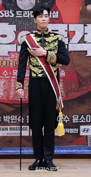 俳優シン・ソンロク