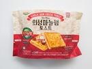 「ガーリックハムチーズトースト(2,400ウォン、セブンイレブン)」は、ロッテフードの人気商品「義城ニンニクハム(ウィソンマヌルヘム)」が入っているのがポイント!ガーリックパン(マヌルパン)は甘く、韓国ならではの味が楽しめます。