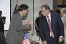 6月第4回韓米防衛費の交渉で張元三大使とティモシー・ベッツ防衛費分担交渉代表が対話をしている。(写真=共同取材団)