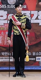 俳優シン・ソンロク、『皇后の品格』撮影中に骨折…手術後20日に復帰