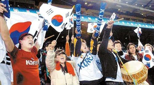 2006年WBC韓日戦で国家代表チームは熱気に包まれていた。韓国野球代表チームはその後、国家代表のブランドと事業的価値を十分生かせずにいる。(写真=中央フォト)