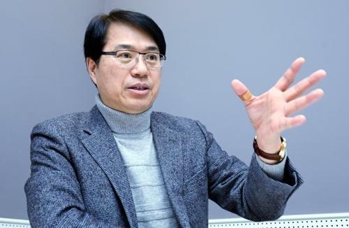 玉東錫(オク・ドンソク)教授