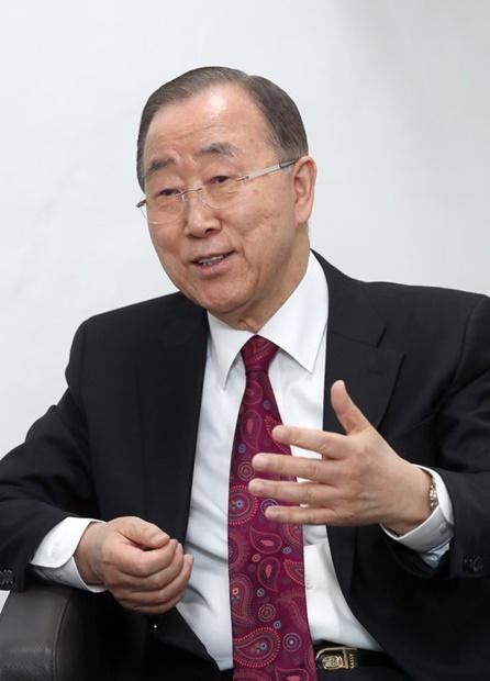 潘基文前国連事務総長が3日午後、ソウル新村の延世大学で中央日報パク・スンヒ編集局長のインタビューを受けた。