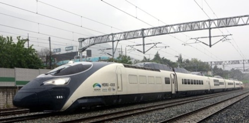 次世代高速列車として開発されたHEMU(中央フォト)