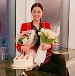 女優クララ、結婚後初めての誕生日パーティー