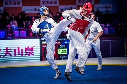 昨年ワールド・テコンドー・グランドスラム・チャンピオン・シリーズに出場した「ミスター・テコンドー」イ・デフン(写真左)(写真=世界テコンドー連盟)