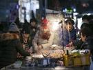屋台で定番の韓国グルメ・オデンも、冷たい空気の中で熱々のスープと一緒にほおばると、さらに美味しく感じられます♪