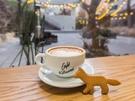 人気メニューのクッキー(3,500ウォン)は、トレードマークのキツネの形。食べるのをためらってしまうほどかわいく、コーヒーと一緒に撮るだけでもSNS映えすること間違いなし。