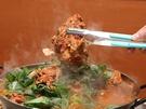 骨付き肉がごろりと入った「カムジャタン」は寒い時期にぴったりのピリ辛鍋。エゴマの葉が効いています。バリエーション豊富な韓国豚グルメを味わってみてはいかがでしょうか?