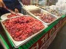 キレイに下ごしらえされた新鮮なユッケは、肉本来の甘みが感じられる一品!毎日お肉を仕入れる専門店ならではのメニュー、生レバーも濃厚な旨みが楽しめます。