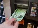購入方法は簡単。まずは現金を投入(50,000ウォン札を除く紙幣、硬貨、クレジットカード、交通カードで支払い可能)。