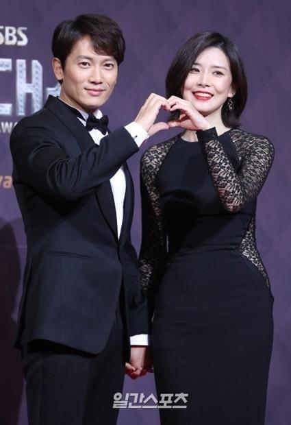 チソン(左)-イ・ボヨン夫妻