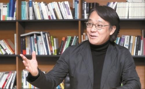 李準雄(イ・ジュンウン)教授は「ユーチューブ政治がポピュリズムに向かうことが強く懸念されるが、政府が考えるような規制の強化は答えにならない」と強調した。