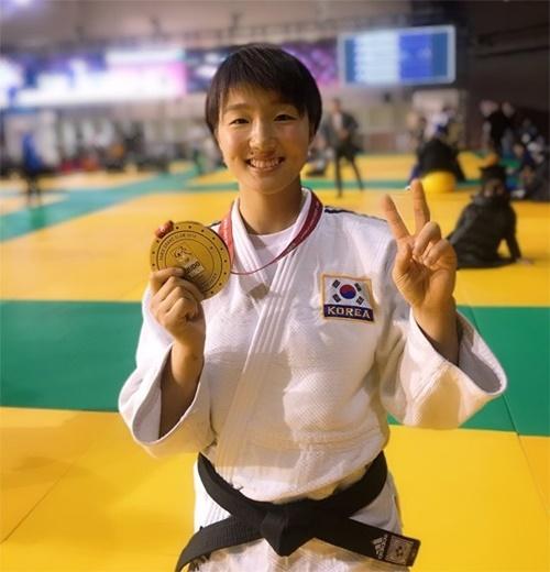 柔道有望株の金知秀(キム・ジス)が10日、フランスで行われた2019グランドスラム・パリ大会女子57キロ級で銅メダルを獲得した。