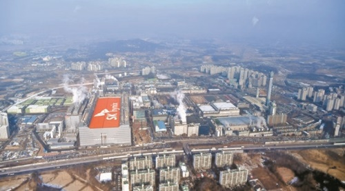 SKハイニックスは昨年12月、京畿道利川事業場に5万3000平方メートル規模で半導体生産工場「M16」を着工した。M16はSKハイニックスが現在保有している敷地に建設することができる最後の工場だ。(写真=中央フォト)