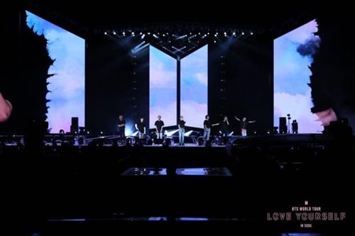 防弾少年団コンサートの実況を収録した映画『LOVE YOURSELF IN SEOUL』(写真=BigHitエンターテインメント)