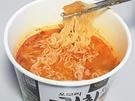 特製の3年熟成キムチを使用することで有名な「オモリチゲ」と共同開発したラーメンで、キムチの酸味が美味。スープにもコクがあり、キムチチゲの美味しさがしっかりと再現されています。