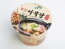 釜山のご当地名物「オムッ(おでん)」が入った「釜山オムッタンラーメン(1,500ウォン、セブンイレブン)」は、唐辛子の辛味が感じられるスープが特徴的。