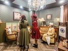 若者の話題スポットとなり人気を集めるこのエリアでは、レトロファッションで散策する女性グループ、カップルを見かけることが多くなりました。(写真は益善衣装室内)