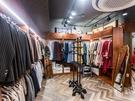 去年の夏頃から益善洞周辺で増えているというレトロファッションのレンタルショップでは、3時間30,000ウォン程度で衣装を借りることができます。