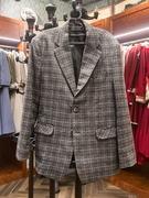 男性用は、スーツとスリーピース(ベスト、ジャケット、パンツ)の用意があります。黒、ベージュ、グレー、茶色など落ち着いた色がメイン。