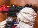 帽子や手袋、日傘、かばんなどの小物も多数用意されていて、どのアイテムも写真映えにぴったり。