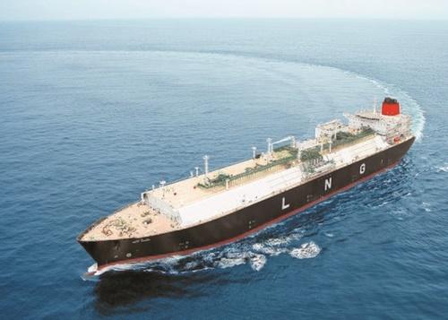 韓国造船は昨年、中国を抑えて受注量1位を奪還した。技術力で世界市場を掌握したLNG運搬船が大きく寄与した。写真は現代重工業が建造して試運転中のLNG船。(写真=現代重工業)