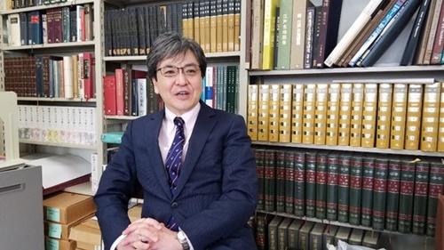 東京大学の外村大教授