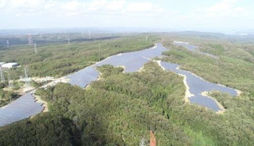LG CNSが昨年竣工した山口県の美祢太陽光発電所の全景。(写真提供=LSIS)