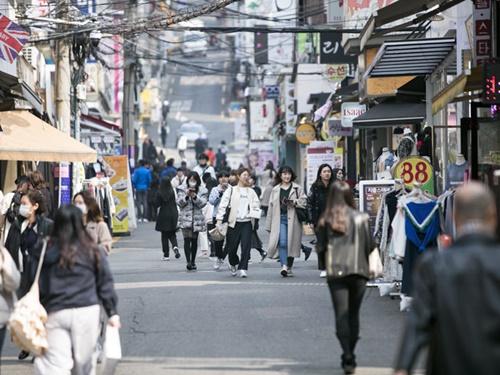 日中は気温が10度以上になり、薄手のコートやジャケットで歩く人も見られます。本格的な春の訪れまで、あともう少しです!