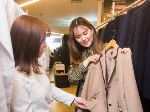 「ロッテワールド」から徒歩圏内には、韓国の高校生やアイドルたちが着ているようなかわいい制服をレンタルできるお店があります。