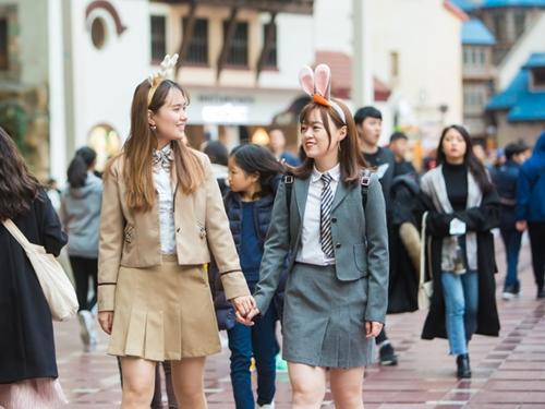 制服でパーク内を周れば特別な思い出になること間違いなし!と韓国女子や海外からの観光客の間で人気上昇中!