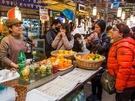市場の中には、食べ歩きのお供や休憩にぴったりなジューススタンドも。