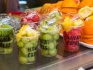 好きなフルーツを選んで、その場でジュースにしてくれるフレッシュさが人気です。