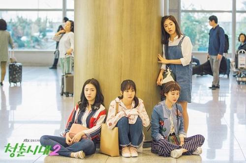 20~30代女性の幸福度が最下位という結果が出た。写真は孤軍奮闘する若い女性たちを扱ったドラマ『青春時代2』のワンシーン(写真=JTBC)