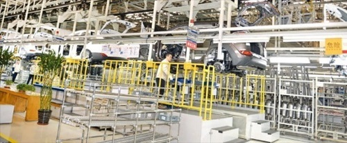 現代自動車の中国合弁会社「北京現代」の生産ライン。現代車は今月末、北京第1工場の稼働を中断する。(韓経DB)
